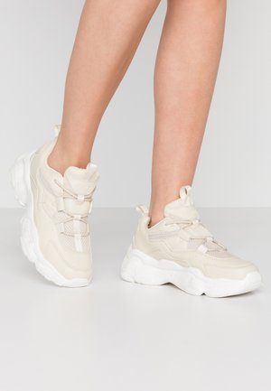 LOOP LACING STRUCTURED TRAINERS - Trainers - nude