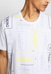 Iceberg - ALLOVER LOGO - T-shirt con stampa - bianco - 5