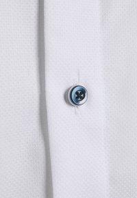 OLYMP Luxor - MODERN FIT - Formal shirt - white - 2