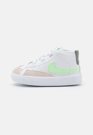 BLAZER MID - First shoes - white/vapor green/smoke grey/black