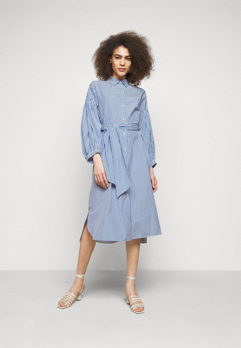 WEEKEND MaxMara - RAGAZZA - Robe chemise - azurblau