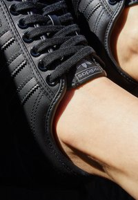 adidas Originals - NIZZA SPORTS INSPIRED SHOES - Trainers - core black - 0