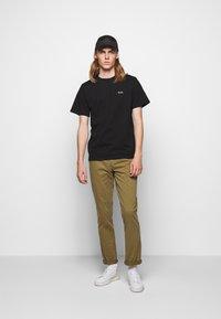 forét - AIR - Basic T-shirt - black - 1