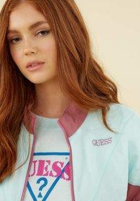 Guess - COUPE-VENT COLOR BLOCK - Light jacket - rose multi - 3