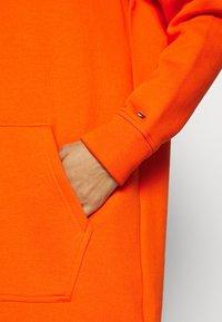 Tommy Hilfiger - HOODIE DRESS - Day dress - princeton orange - 5