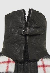 Be Edgy - LESTER - Light jacket - black/white - 2