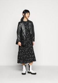 New Look Petite - PIECRUST PUFF STAR DRESS - Vestido informal - black - 1