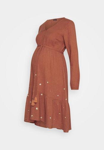 MOON MAGIC - Vestido informal - rust