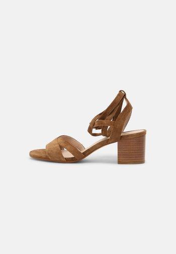 ABRA - Sandals - cannelle