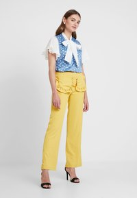Sister Jane - CITRUS PATCH POCKET TROUSERS - Trousers - yellow - 1