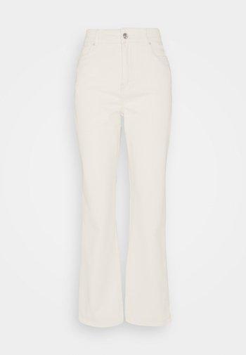 PCLANNIE MINI WIDE - Jeans bootcut - almond oil
