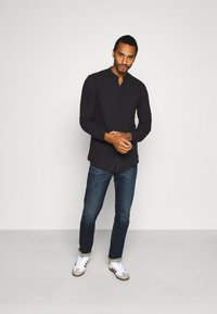 Only & Sons - ONSBRENT DOBBY MANDARINE - Shirt - dark navy - 1