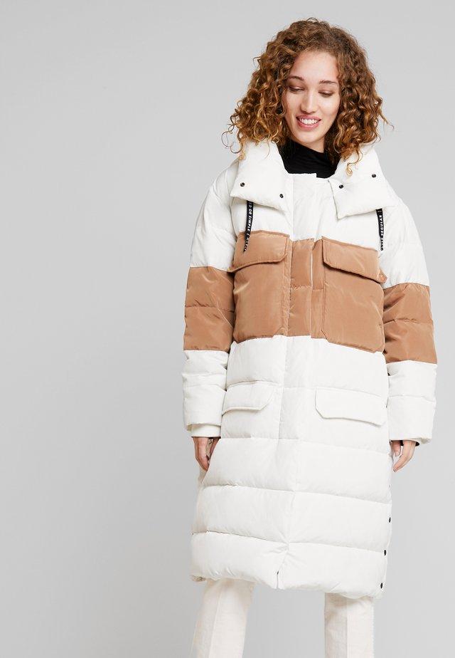 PANEL - Down coat - winter white