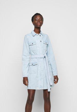 UTILITY POCKET BELTED DRESS - Denim dress - light blue