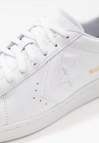 Converse - PRO LEATHER - Matalavartiset tennarit - white - 5