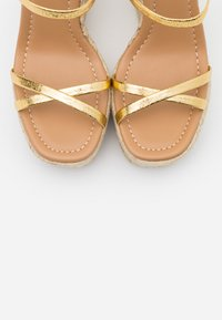 Topshop - WILLA WEDGE - Sandales à talons hauts - gold - 5