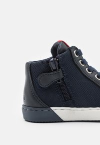 BOSS Kidswear - TRAINERS - High-top trainers - navy - 5