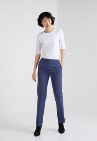 Filippa K - STRETCH ELBOW SLEEVE - T-shirt basic - white - 1