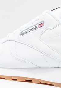 Reebok Classic - CLASSIC LEATHER LOW-CUT DESIGN SHOES - Sneakersy niskie - white - 5