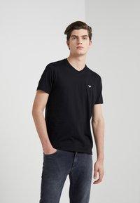 Emporio Armani - 2 PACK - Basic T-shirt - black - 1