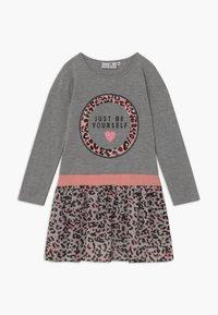 happy girls - Žerzejové šaty - grau - 0