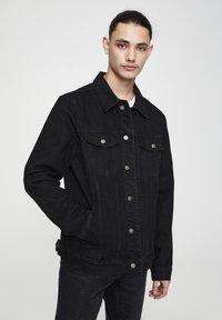 PULL&BEAR - Džínová bunda - mottled black - 0