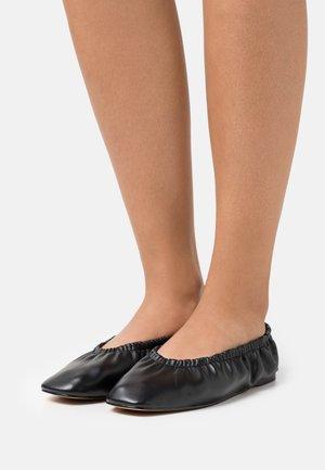 GATHERED - Ballet pumps - jet black