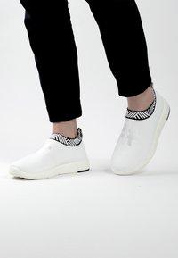 Rens Original - WATERPROOF COFFEE SNEAKERS - Sneakers laag - classic white - 0