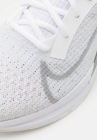Nike Performance - ZOOMX SUPERREP SURGE - Sportschoenen - white/metallic silver/platinum tint - 5