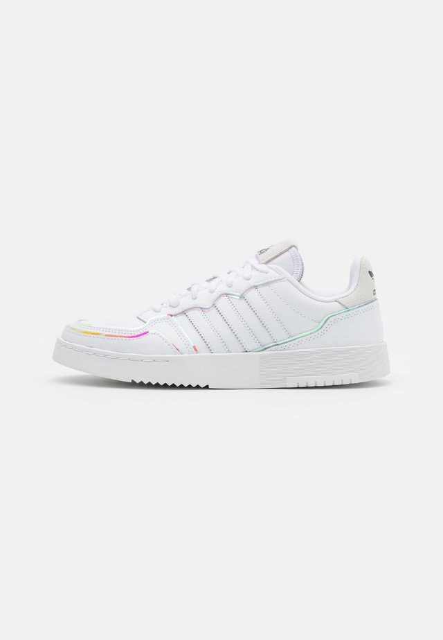 SUPER COURT SPORTS INSPIRED SHOES - Sneakers basse - footwear white/super coler