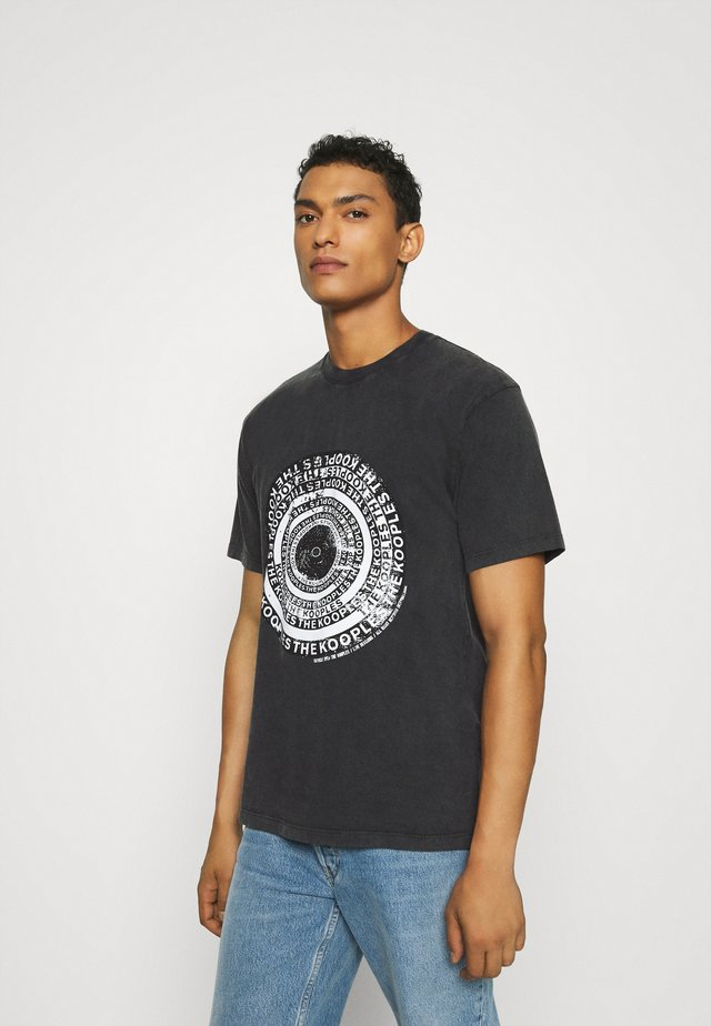 T-shirt print - black washed