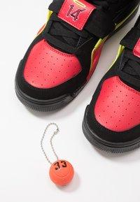 Ewing - CONCEPT - Zapatillas altas - black/red/yellow - 5