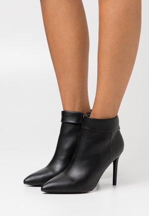 AMBROSE - High Heel Stiefelette - black