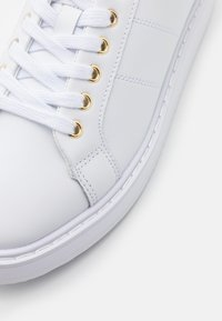 Lauren Ralph Lauren - ANGELINE  - Sneaker low - white/gold - 4