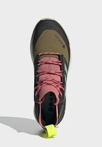 adidas Performance - TERREX FREE HIKER GORE-TEX WANDERSCHUH - Fjellsko - khaki - 3