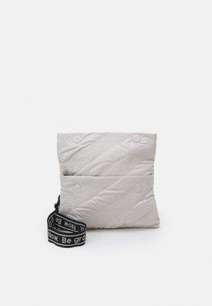 BOLS TAIPEI MIAMI - Across body bag - crudo