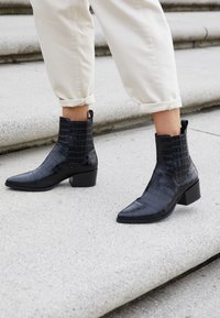 Vagabond - MARJA - Classic ankle boots - black - 5