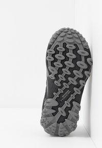 Merrell - CHAMELEON 7 LOW WTRPF - Hiking shoes - black/grey - 5