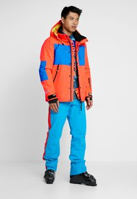 Superdry - MOUNTAIN JACKET - Laskettelutakki - hazard orange/acid cobalt - 1