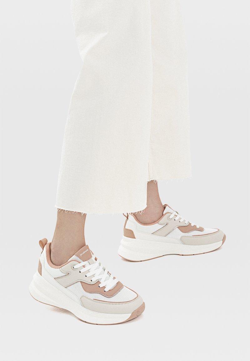 Stradivarius - Sneakersy niskie - off white