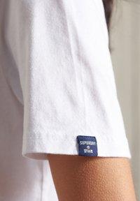 Superdry - VINTAGE LOGO - Print T-shirt - white - 2