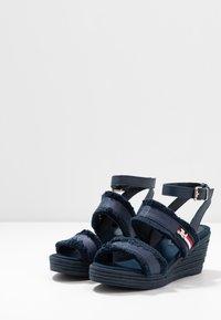 Tommy Hilfiger - FRINGES MID WEDGE  - Platform sandals - sport navy - 4