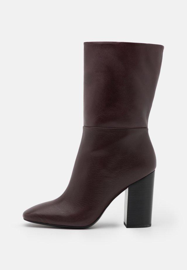 LORAH - Boots - chestnut