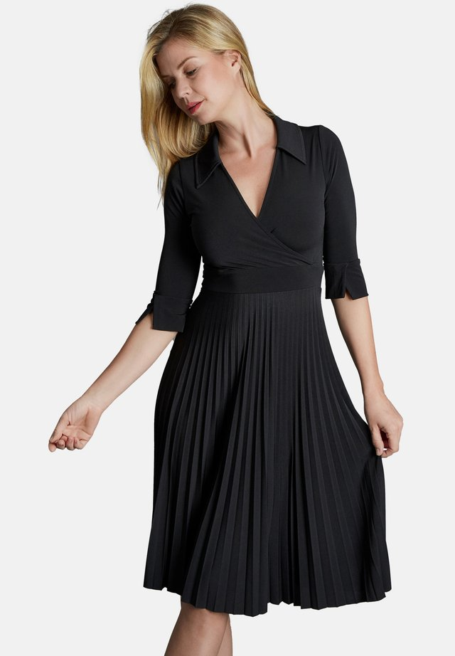 VIGIARA - Day dress - schwarz