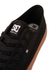 DC Shoes - MANUAL - Trainers - black/gum - 5