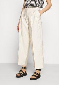 YAS - YASGRIPPA PANT ICON - Trousers - tapioca - 0