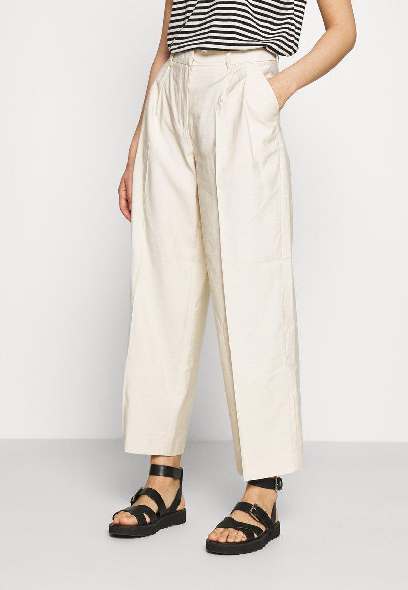 YAS - YASGRIPPA PANT ICON - Trousers - tapioca