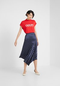 HUGO - DENNALINA - Print T-shirt - red/white - 1