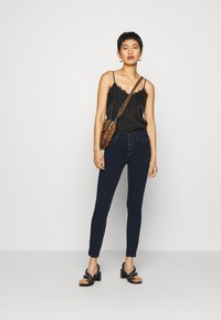 Guess - EXPOSED BUTTON - Jeans Skinny Fit - dark-blue denim - 1