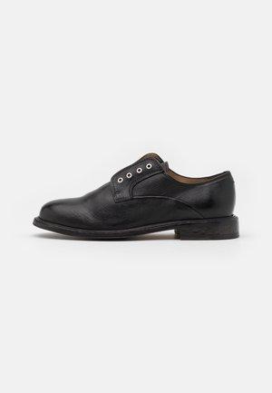 BOND ZIP SHOE  - Loaferit/pistokkaat - black